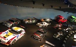 Stuttgart, Alemania - 10 de febrero de 2016: Interior del museo Mercedes-Benz Welt imagen de archivo libre de regalías
