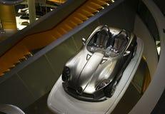 Stuttgart, Alemania - 10 de febrero de 2016: Interior del museo Mercedes-Benz Welt fotos de archivo