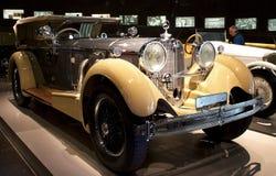 Stuttgart, Alemania - 10 de febrero de 2016: Interior del museo Mercedes-Benz Welt foto de archivo libre de regalías
