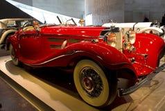 Stuttgart, Alemania - 10 de febrero de 2016: Interior del museo Mercedes-Benz Welt fotografía de archivo libre de regalías