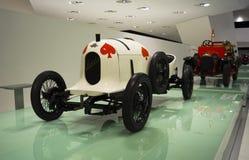 Stuttgart, Alemania - 12 de febrero de 2016: Interior y objetos expuestos del museo de Porsche imagen de archivo libre de regalías