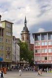 STUTTGART, ALEMANIA 31 DE MAYO DE 2012: Escena de la calle en Market Place con las casas Foto de archivo libre de regalías