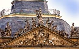 Stuttgart, Alemania - nueva fachada del castillo, detalle fotografía de archivo