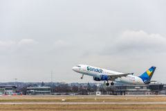 Stuttgart, Deutschland - 3. Februar 2018: Airbus-Flugzeug A320 lizenzfreie stockbilder