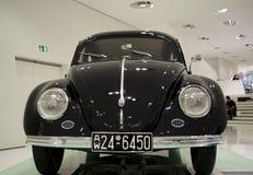 Stuttgart, Duitsland - Februari 12, 2016: Binnenland en tentoongestelde voorwerpen van Porsche-Museum Royalty-vrije Stock Foto