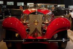 Stuttgart, Duitsland - 10 Februari 2016: Binnenland van museum Mercedes-Benz Welt Royalty-vrije Stock Foto's