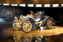 Stuttgart, Duitsland - 10 Februari 2016: Binnenland van museum Mercedes-Benz Welt Stock Fotografie