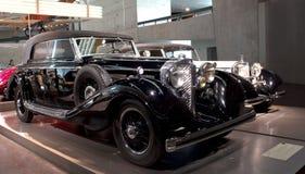 Stuttgart, Duitsland - 10 Februari 2016: Binnenland van museum Mercedes-Benz Welt Royalty-vrije Stock Afbeeldingen