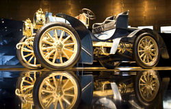 Stuttgart, Duitsland - 10 Februari 2016: Binnenland van museum Mercedes-Benz Welt Royalty-vrije Stock Foto
