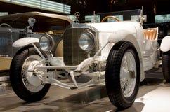 Stuttgart, Duitsland - 10 Februari 2016: Binnenland van museum Mercedes-Benz Welt Royalty-vrije Stock Fotografie