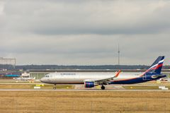 Stuttgart, Duitsland - Februari 3, 2018: Luchtbusvliegtuig A32 royalty-vrije stock foto