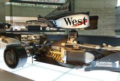 STUTTGART, GERMANIA 31 MAGGIO 2012: corridoio delle vetture da corsa nel museo di Mercedes fotografie stock