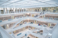Stuttgart, Germania - 21 maggio 2015: La biblioteca pubblica di Stuttgart, Fotografie Stock Libere da Diritti