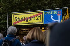 Stuttgart 21 projekta miasta Protestacyjny Drogi dworzec Constr Fotografia Stock