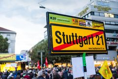 Stuttgart 21 projekta miasta Protestacyjny Drogi dworzec Constr Fotografia Royalty Free