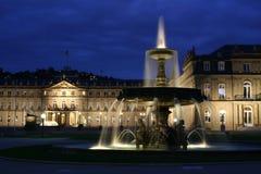 Stuttgart-Schloss an der Dämmerung Lizenzfreie Stockbilder