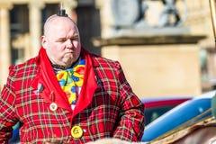 Stuttgart Tyskland - Februari 19 2018: Mannen som gör en allvarlig framsida under fettisdagen, ståtar Royaltyfri Fotografi