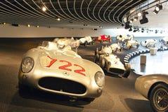 STUTTGART TYSKLAND MAY 31, 2012: korridor för tävlings- bilar i det Mercedes museet arkivfoto
