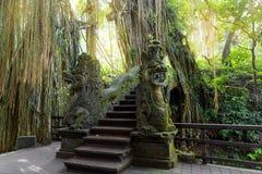 Stutue im heiligen Affe-Wald, Ubud, Bali, Indonesien Stockfotografie