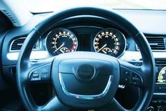 Stuurwiel in auto Royalty-vrije Stock Afbeeldingen