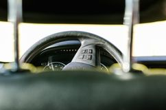 Stuurwiel in de auto royalty-vrije stock afbeelding