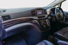 Stuurwiel en Dashboard de binnenkant van de auto, Decoratd-wi stock fotografie