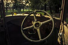 Stuurwiel van een oude auto royalty-vrije stock afbeelding