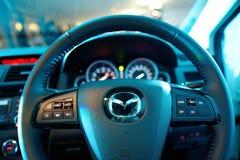 Stuurwiel van onlangs gelanceerd Mazda CX-9 Stock Fotografie