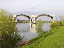Stuw Driel, weiren i floden Rhine (Nederrijn, Nederländerna) royaltyfri foto
