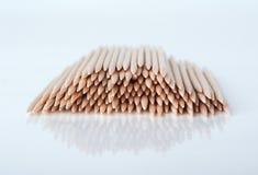 Stuzzicadenti di stuzzicadenti sul fondo di grey di lite Fotografie Stock
