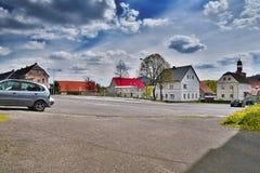 Stvolinky, kraj de Machuv, République Tchèque - 14 avril 2017 : itinéraire 15 menant autour Image stock