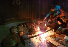 Stwarza ognisko domowe Hmong plemię w Wietnam zdjęcie stock