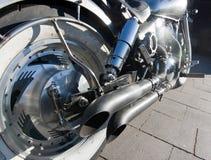 Stwarza ognisko domowe wykonującego ręcznie motocyklu chrom i białego frontowego koło obrazy royalty free