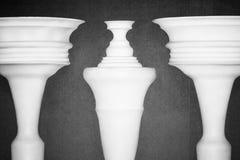 stworzyli gliniane kolumny złudzenie optyczne Fotografia Royalty Free