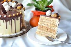 Stycke av den smakliga kakan Royaltyfria Bilder
