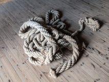 Stycke av det klippta repet Arkivfoton