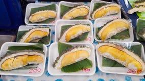 Stycke av Durians i skummaträtt med nummer av priset Royaltyfri Fotografi