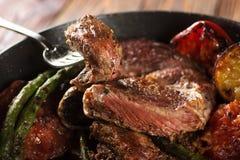 Stycke av grillad nötköttbiff Arkivbilder