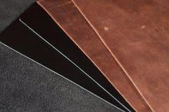 Stycken av brunt- och svartläder Royaltyfri Fotografi