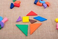 Stycken av ett fyrkantigt tangrampussel Arkivfoton