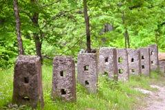 Stycken av ett gammalt staket Arkivfoto