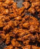 Stycken av griskött förbereder den aptitretande matställeförberedelsen för grilla för köttpaj royaltyfri bild