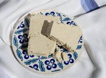 Stycken av halva på den traditionella keramiska plattan Royaltyfri Fotografi