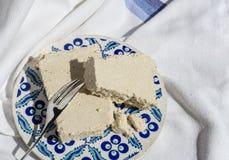 Stycken av halva på den traditionella keramiska plattan Royaltyfria Foton