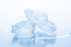 Stycken av krossad is Fotografering för Bildbyråer