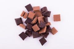Stycken av mörker och mjölkar choklad Royaltyfri Foto