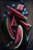 Stycken av ny vattenmelon och is Royaltyfria Bilder