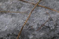 Stycken av is och läser arkivfoton