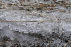 Stycken av is och läser arkivfoto