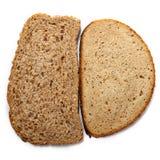 Stycken av olikt bröd som isoleras på vit bakgrund Royaltyfri Foto